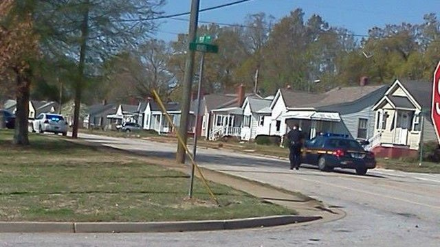 Deputies respond to Cherrydale Elementary. (April 10, 2014/FOX Carolina iWitness Tracy B.)