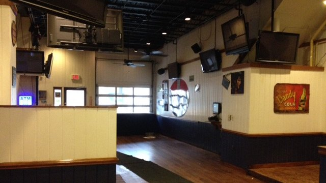 Crews have Wild Wing Cafe almost ready for reopening. (April 22, 2014/FOX Carolina)