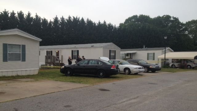 Police respond to the Winnjay Court home. (April 29, 2014/FOX Carolina)