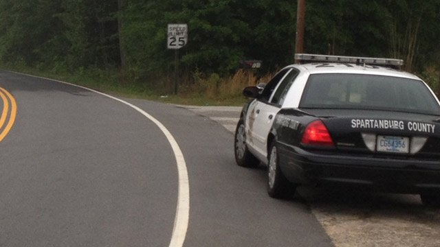 Deputies along the roadway near where the victim was found. (April 30, 2014/FOX Carolina)