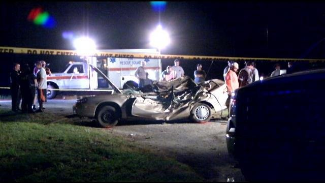 Troopers investigate the fatal Iva wreck. (May 6, 2014/FOX Carolina)