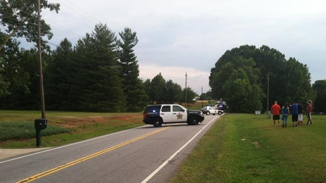 Officers blocked Mountain View Road after the double stabbing on Thursday. (May 29, 2014/FOX Carolina)
