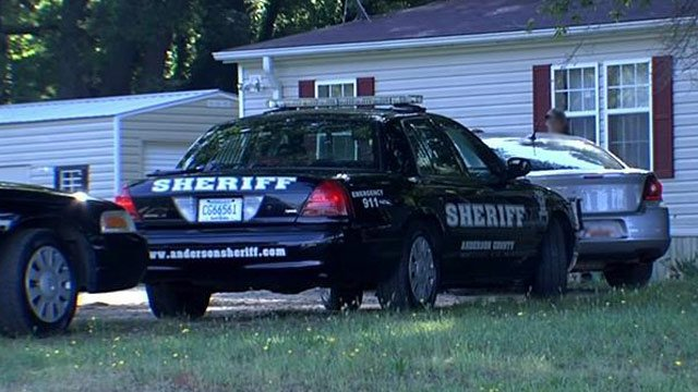 Deputies at home on Tall Pines Road in Anderson. (June 4, 2014/FOX Carolina)