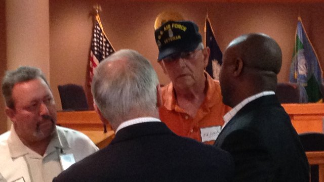 Sen. Tim Scott (R) talks with veterans in Greenville. (June 6, 2014/FOX Carolina)