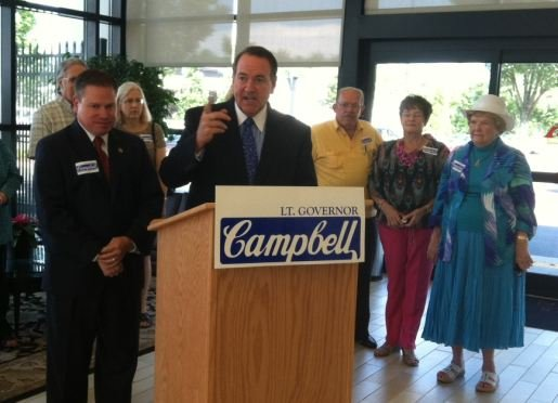 Mike Huckabee (center) speaks at a Mike Campbell (left) campaign rally. (FOX Carolina)