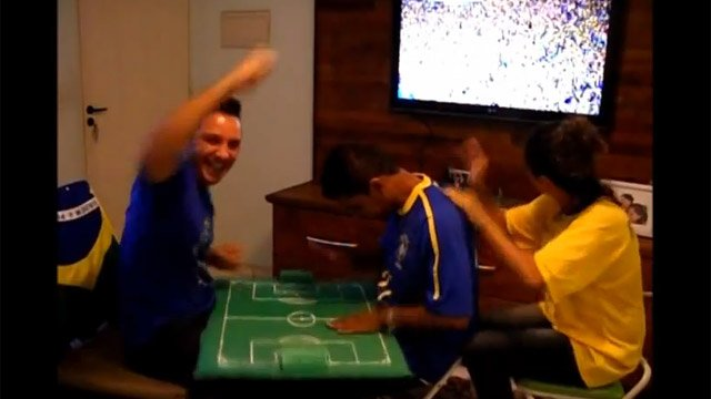 Fonseca interprets the game to Carlos. (Source: YouTube)