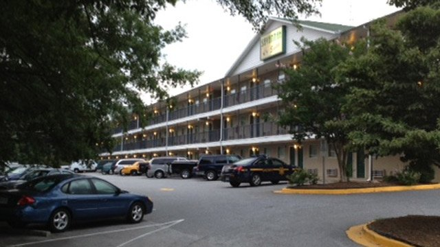 Deputies outside of the Savannah Suites. (June 23, 2014/FOX Carolina)