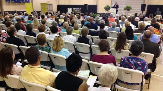 Sen. Alexander speaks at the ribbon-cutting ceremony. (July 8, 2014/FOX Carolina)