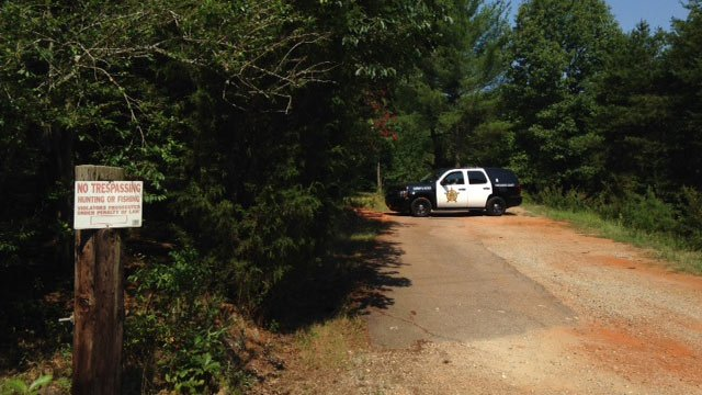 Deputies respond to home on Rainbow Lake Road in Spartanburg Co. (July 14, 2014/FOX Carolina)