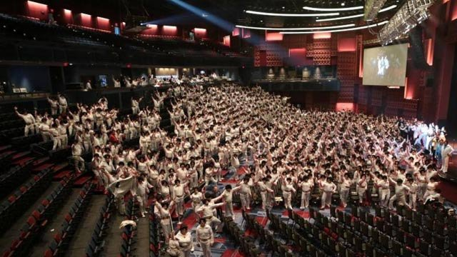 895 Elvis impersonators assembled to make a new record for the Largest Gathering Of Elvis Impersonators. (Source: Harrah's Cherokee Casino Resort)