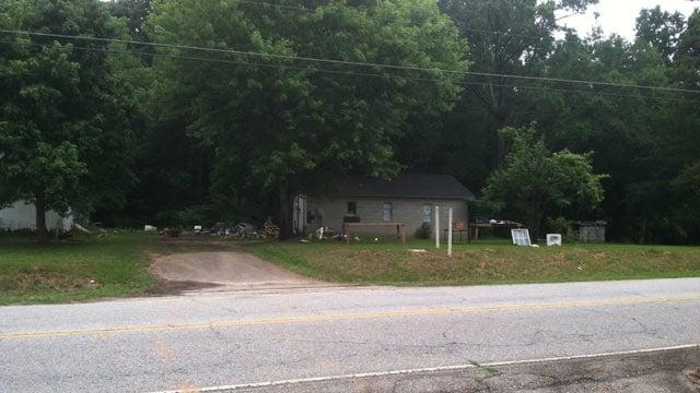 Greenwood County deputies investigate the home on Old Laurens Road. (July 21, 2014/FOX Carolina)