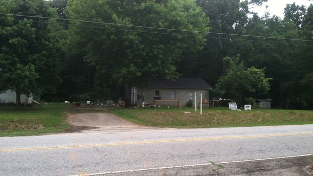 Greenwood County deputies investigate the home on Old Laurens Road. (July 21, 2014/FOX Carolina)
