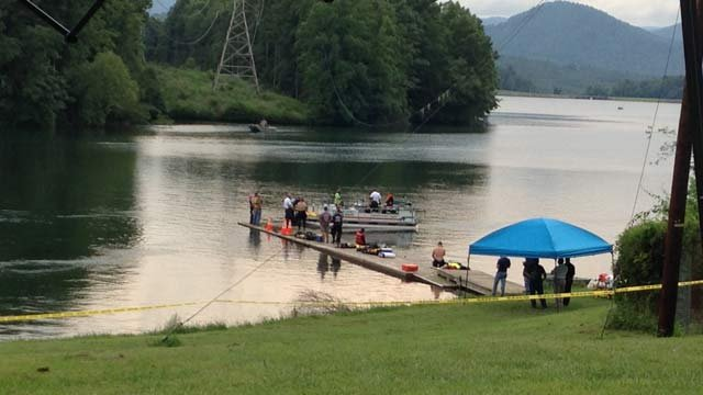 Dive teams searched for the victim's body on Thursday afternoon. (July 31, 2014/FOX Carolina)