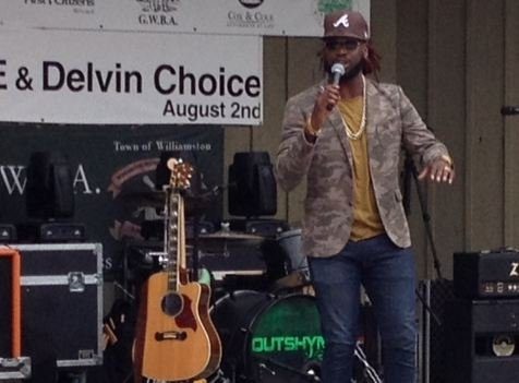 Delvin Choice performs (FOX Carolina)