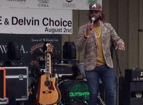 Delvin Choice performs (FOX Carolina)