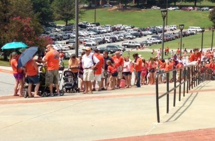 Fans gather for Fan Appreciation Day (FOX Carolina)
