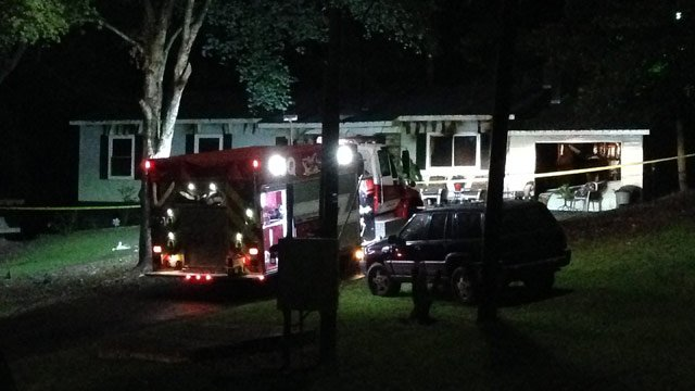 Firefighters investigate Walhalla fire after man found dead inside home. (Aug. 20, 2014/FOX Carolina)