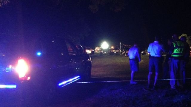 Dive team responds to boat capsizing on Lake Hartwell. (Aug. 31, 2014/FOX Carolina)