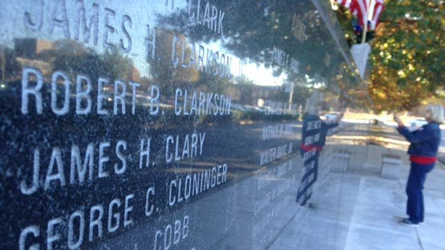 Veterans honored with memorial at Greenville County Square. (Nov. 11, 2014/FOX Carolina)