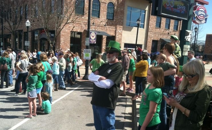Irish parade in downtown Greenville (FOX Carolina, Mar. 08, 2015)