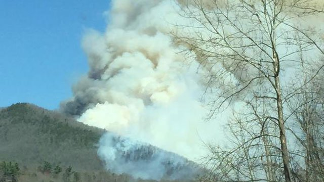 740 acre black mountain fire finally contained columbia south carolina. Black Bedroom Furniture Sets. Home Design Ideas