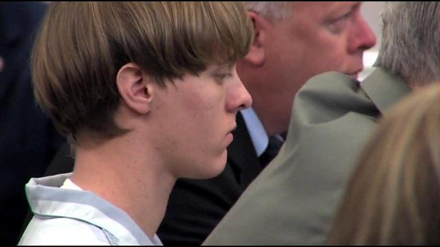 Dylann Roof enters the courtroom in Charleston (July 16, 2015/ Pool)