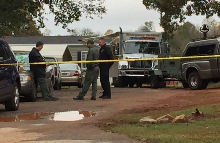 Investigators back at Refuge Drive on Tuesday (FOX Carolina/ Nov. 3, 2015)