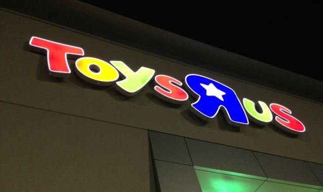 Toys R Us Sign : Two big box retailers staying open around the clock