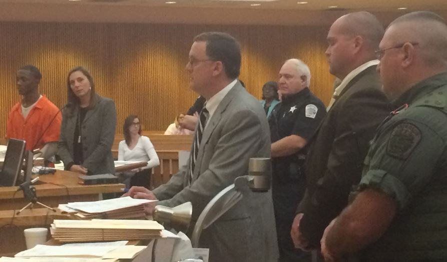 Morris (left) in court (FOX Carolina/ Dec. 15, 2015)