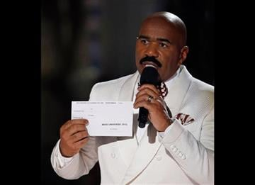 (AP Photo/John Locher). Steve Harvey holds up the card showing the winners after he incorrectly announced Miss Colombia Ariadna Gutierrez as the winner at the Miss Universe pageant on Sunday, Dec. 20, 2015, in Las Vegas.