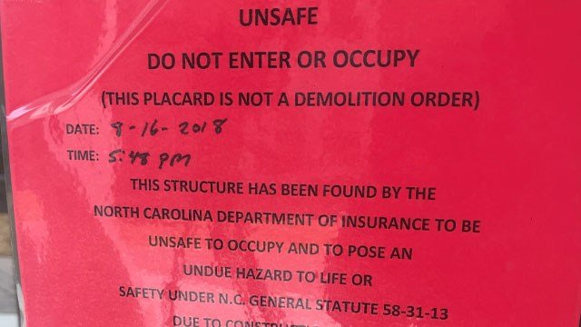 Notice to students outside The Woods at UNCA (FOX Carolina/ August 17, 2018)